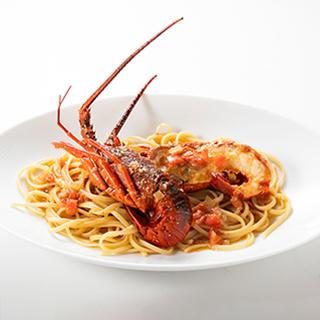 絶品料理と絶景を楽しめる海沿いのレストランへ!