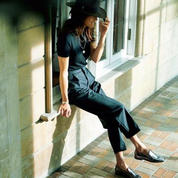 【マダム戸野塚が選ぶ秋の靴】一歩進んだ正統派メンズ靴×足首見せで、女っぽさと抜け感を