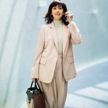 品格&柔らかなムード「ピンクベージュ」コーデ3選【エグゼクティブ女性の「ベージュ」スタイル】