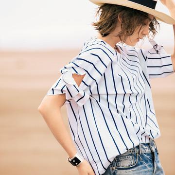 3.大胆なデザインも気負いなく挑める、袖コンシャスのシャツ