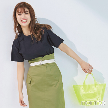馬場ふみかが着る♡ 黒のシンプルTシャツの新鮮コーデ4選!