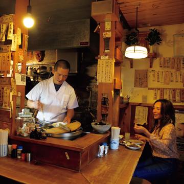 地元の人で超満員の小さな名居酒屋『にこみちゃん』【有元葉子、美味しいものは高知にあり】