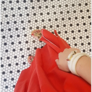 """着るだけで女っぽく・しゃれたムードを演出""""きれい色のフレアスカート"""""""