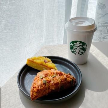 【スタバ新作】300円以下で楽しめるおすすめ秋スイーツ! もっとおいしく食べる方法も!