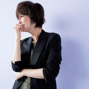 黒、紺ブレ、リネン。富岡佳子は基本の3ジャケットが春の相棒! 五選