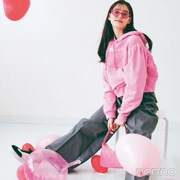 新木優子は遊び心たっぷり♪ 個性派ピンクで定番コーデをやんちゃにアレンジ【毎日コーデ】