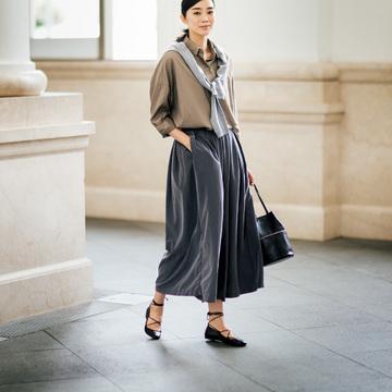 1. まるでスカートのようなパンツ。 女らしさが控えめになるのがいい