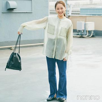 シアーシャツがあれば、定番デニムコーデも一気に旬顔!【毎日コーデ】