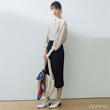 西野七瀬はベージュブラウス&クロシェスカートで女っぽく【毎日コーデ】