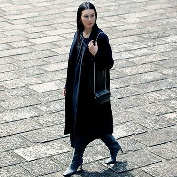 きれいめワンピースはニュアンス素材のブーツでエレガントに【この冬の「ロングブーツ」スタイル】