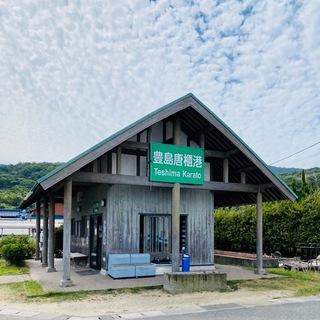 豊島「唐櫃港」ポツリこの建物だけです。