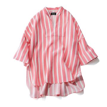 2. リップの色まで変えたくなる、明るいピンクに心ときめく!