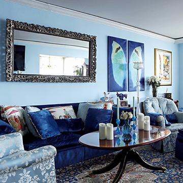 大好きなブルーと重厚で伝統的な家具との融合 和央ようかさんの人生最高に「好き」な家 五選