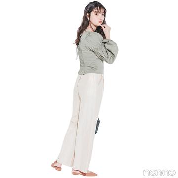 新川優愛はくすみグリーンのブラウスできれいめに【毎日コーデ】
