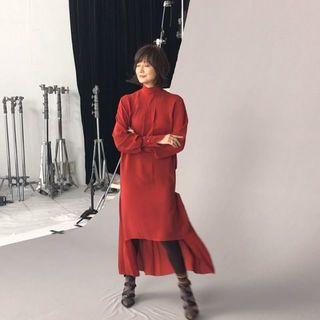 動きの美しい富岡さん!  エクラ11月号表紙です。