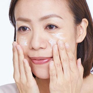 お悩み別顔のくすみ払いプラン「皮膚が薄く、肌がゆらぐとくすむんです」