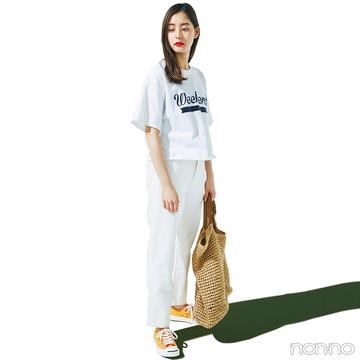 新木優子は丈短Tシャツをアウトして、最新バランスにアプデ!【毎日コーデ】
