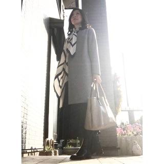 リアル通勤コーデ。会合のある月曜日はスカーフで春らしさをプラス!