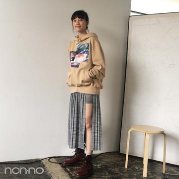 山田愛奈の5月コーデはジュエティ&チェリーレッドのドクターマーチン【モデルの私服スナップ】