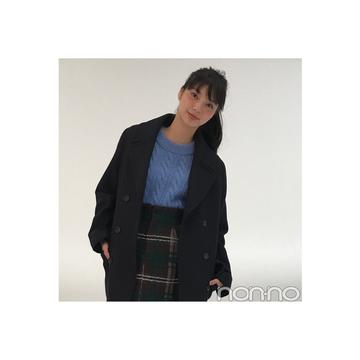 新川優愛が着るH&Mのネイビー膝下チェスターコート【毎日コーデ】
