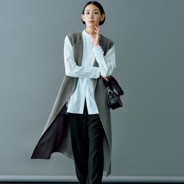 コル ピエロのパンツで女らしさが溢れるスタイルに【印象に残る黒パンツ】