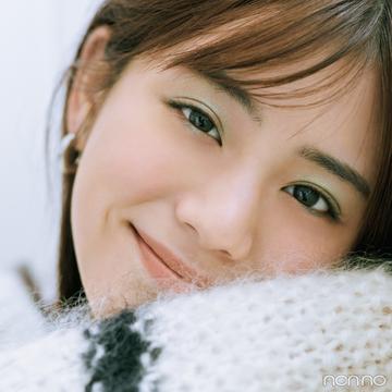 定番白ニットはグリーンシャドウで今っぽ顔♡【今日着る服×旬色メイクであか抜ける!①】