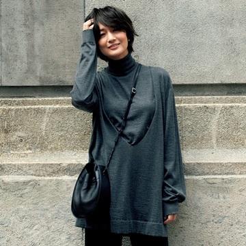【富岡佳子の最新カシミヤニットコーデ】ザ・ロウのニットでモダンなレイヤードを楽しんで