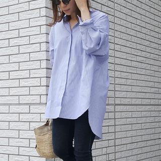 ブルーのストライプシャツで初夏の爽やかワンマイルコーデ