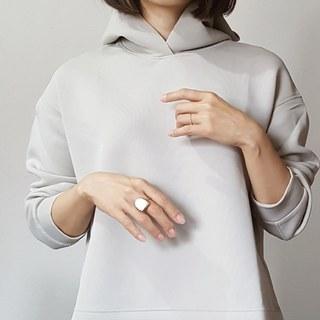 UNIQLOフーディを甘めに女らしく着こなす