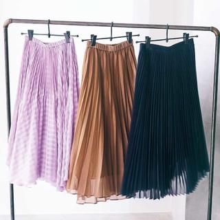春のトレンド【透け感プリーツスカート】をもっと素敵に着こなすコツは?