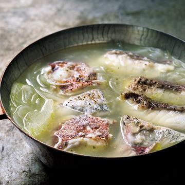 贅沢素材を鍋で嗜む!「白身魚、セロリ、玉ねぎの鍋」&「クレソンと牛肉のしゃぶしゃぶ」【ウー・ウェンさんのラクしたい日の特別鍋】