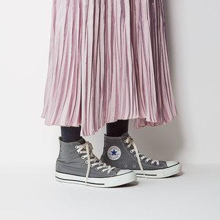 スカート+タイツの時にワンパターンにならないためには?【大人のスニーカーQ&A】
