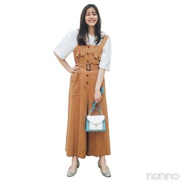 新木優子はベージュのオールインワンにゆる白Tシャツで抜け感を【毎日コーデ】