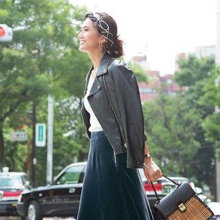 女っぷり高めのロングスカートを主役に。エディター坪田あさみさんのコンバースコーデ