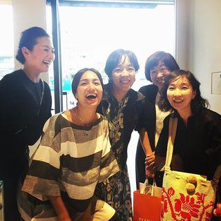 佐田真由美ちゃんのエナソルーナの展示会へ。屈託のない、美人の大笑いはなんとも素敵です