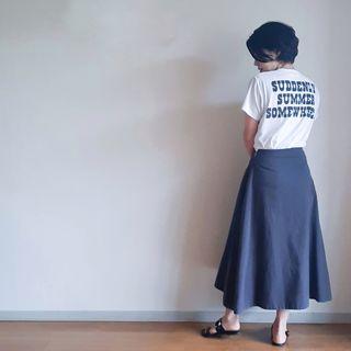 【夏の定番Tシャツコーデ】旬のロゴT 私は後ろで取り入れました。
