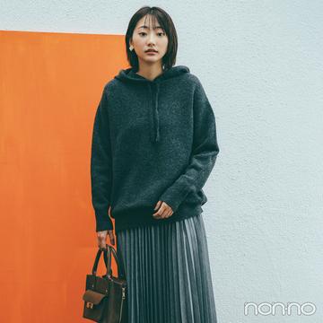 ラフなパーカと女らしいプリーツスカート、人気のミックスコーデ【毎日コーデ】