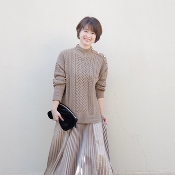「GU高見えゆったりニット」+「艶プリーツスカート」でリラクシーなワンツーコーデ