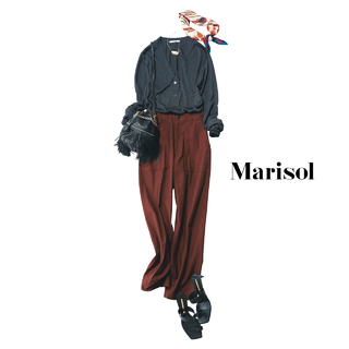 控えめなダークカラー配色コーデに柄スカーフで一気に華やかさを【2020/4/30コーデ】