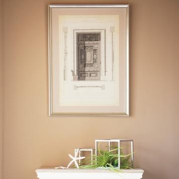 「わが家の壁面インテリア」絵画も壁のニュアンスの一部。花や雑貨のディスプレイで変化を【Jマダム通信】