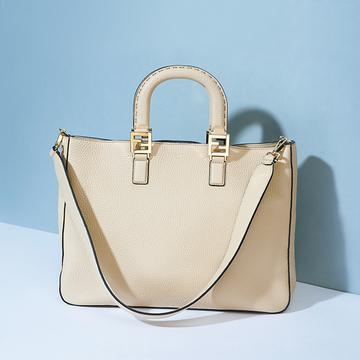 「フェンディ」のバッグは、ハンドルが持ちやすく手なじみ抜群