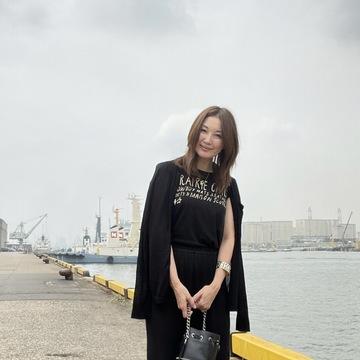 新連載 ブレンダ「大人のおしゃれ&暮らし、進行形」のTシャツブラックコーデに挑戦