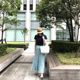 夏に映えるターコイズブルーのプリントスカート。まさかのZARAにてお買い上げ。