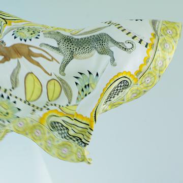 【最愛なるエルメスの名品】絵画のようなダイナミズムあふれるスカーフ「カレジェアン」
