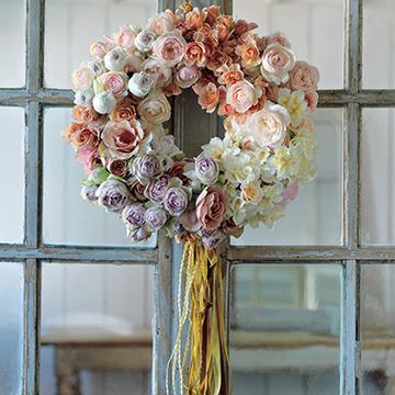 格式と優美さを添える花を 並木容子さんから学ぶクリスマスとお正月の花あしらい