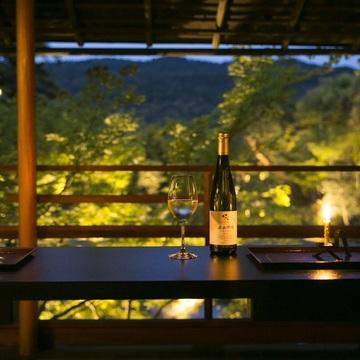 素晴らしい日本庭園を眺めながら、日本ワインを味わう……シャトー・メルシャン『Tasting Nippon』イベントレポート【飲むんだったら、イケてるワインWEB特別篇】