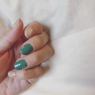 夏に向けて。大理石風×ピーコックグリーンのネイル。