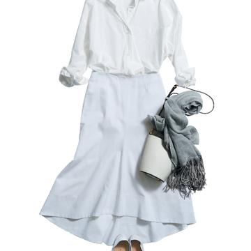 5. シャツ×スカートで着映えをねらうなら、白が多めのコーディネートで決まり!