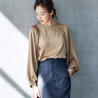 手元にフェミニンさを。着るだけで女らしさが手に入る「ボリューム袖」シャツ