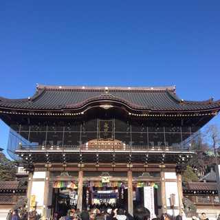 成田山新勝寺へ参拝。写経体験で身も心も清らかに!